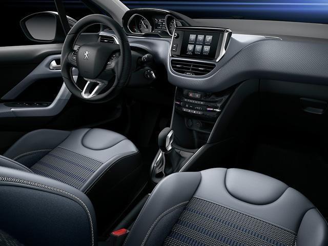 Peugeot_208_inside