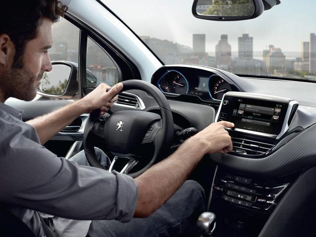 Peugeot_2008_inside