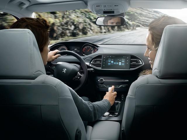 Peugeot_308_inside